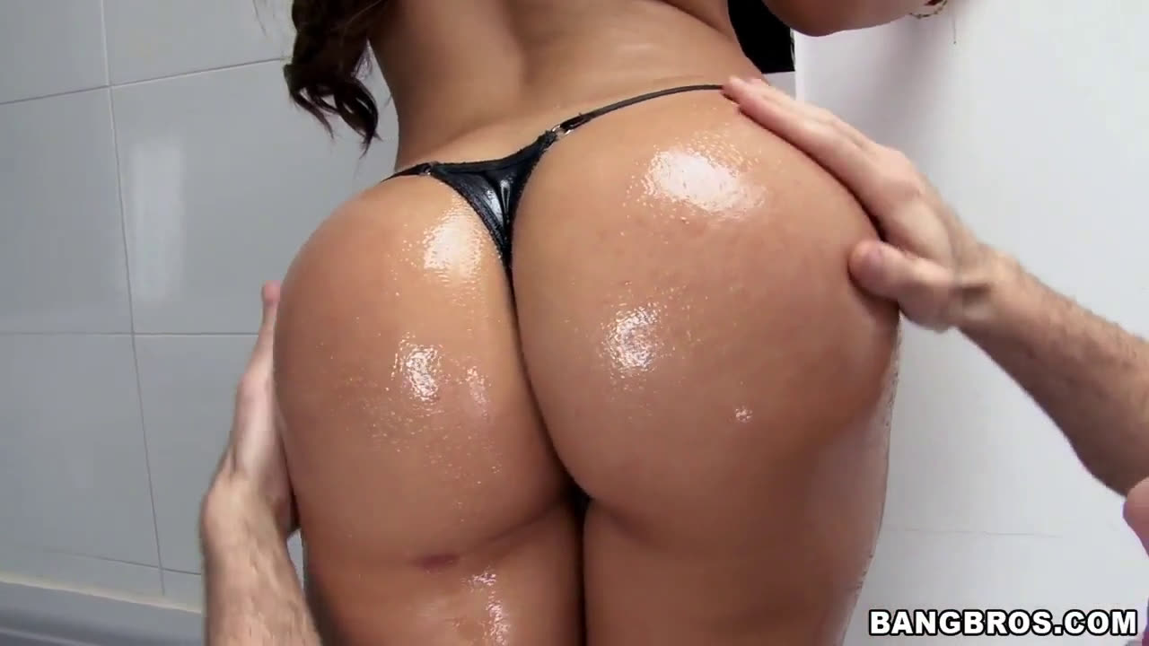 Hot Colombian Tits And Ass Gets Oiled Up For Action In The B