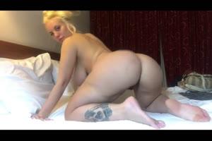 Culona mostrando su cuerpo por webcams