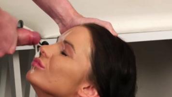 Masturbandome en la cara de un prostituta